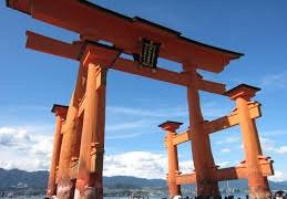 【歩くと御利益ありそう!】厳島神社の大鳥居をくぐるって手で触る方法はこれ!